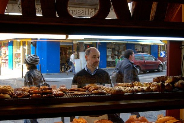 """A celiac looking in the window of a Parisian boulangerie."" photo credits (justmakeit/flickr)"