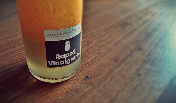Phase separation in vinaigrette. Photo credit: Jan Persiel (janpersiel/Flickr)