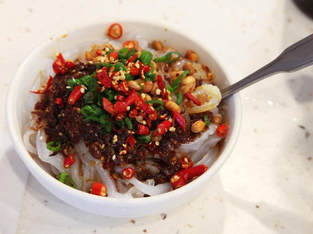 Liang Fen: Cold Mung Bean Noodles with Sichuan Peppercorn/Chili Vinegar [Photo Credit: Serious Eats]